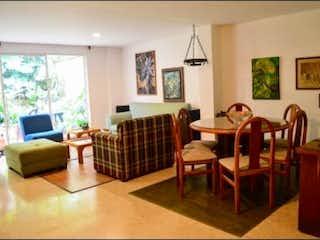 Un grupo de personas sentadas en una sala de estar en Casa en Venta CASTROPOL