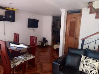 Una sala de estar llena de muebles y una televisión de pantalla plana en Casa en Venta EL PORVENIR  BOSA CENTRAL