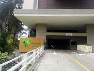Una estación de tren con un tren en las vías en Apartamento en Venta SURAMERICA