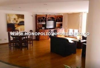 Apartamento en Sabaneta-sector Betania, cuenta con 2 baños y balcón.