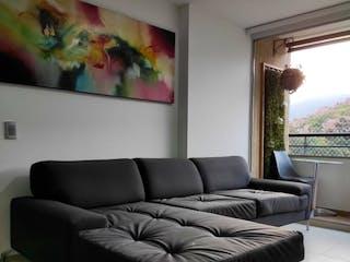 Una sala de estar llena de muebles y una ventana en Apartamento venta Calasanz, Medellin, Antioquia