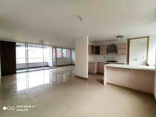 Una gran cocina blanca con un gran ventanal en Apartamento en venta en Santa María De Los ángeles, 136mt
