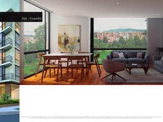 Una sala de estar llena de muebles y una televisión de pantalla plana en Jaén
