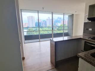 Una cocina con un lavabo y una ventana en Apartamento en venta en El Trapiche de 3 habitaciones