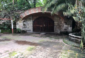 Casa en venta en Col. Florida,  1,353 m² con jardín y patio
