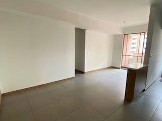 Un cuarto de baño con lavabo y un espejo en Apartamento en venta en Barrio Obrero, 73mt con balcon
