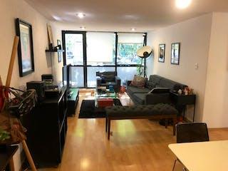 Una sala de estar llena de muebles y una televisión de pantalla plana en VENTA DEPARTAMENTO ZONA LA CONDESA, CDMX