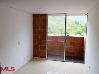 Una habitación que tiene una ventana en ella en Puerto Alegre