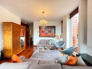 Una sala de estar llena de muebles y una televisión de pantalla plana en Apartamento en Venta en La Calleja