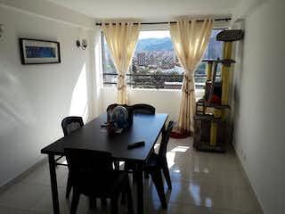 Una sala de estar llena de muebles y una ventana en Apartamento en venta en Calasanz, 85mt con balcon