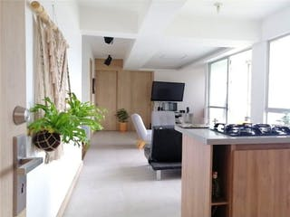 Una cocina muy bonita con un gran ventanal en  Unidad Residencial Lisboa.