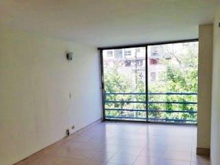 Un baño con una ventana y una ventana grande en Apartamento en venta en Los Colores, 79mt