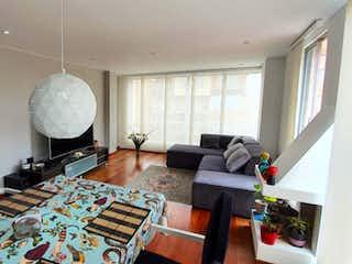 Una sala de estar llena de muebles y una televisión de pantalla plana en Apartamento en venta en La Cabrera, 135m² con Gimnasio...