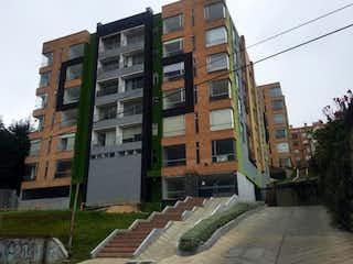 Un gran edificio con un gran edificio en el fondo en Apartamento en venta en La Campiña de 2 habitaciones