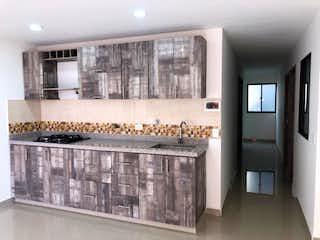 Una cocina con una estufa y un fregadero en Apartamento en venta en Conquistadores de 3 habitaciones