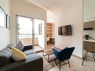 Una sala de estar llena de muebles y una televisión de pantalla plana en Apartamento en venta en Machado de 3 alcobas