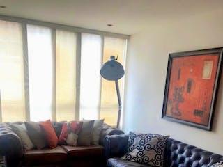 Una sala de estar llena de muebles y una ventana en Apartamento en venta en Batán de 3 habitaciones
