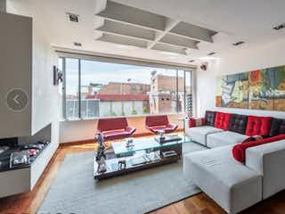 Una sala de estar llena de muebles y una gran ventana en PENTHOUSE EN VENTA - SAN PATRICIO
