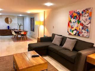 Una sala de estar llena de muebles y una televisión de pantalla plana en Departamento Venta / Renta Polanco, Luis Vives, RDV491009, RDR490990