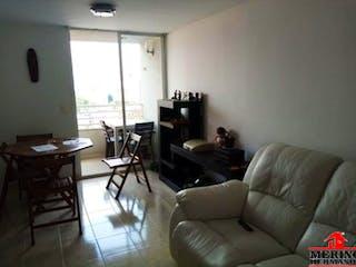 Una sala de estar llena de muebles y una ventana en TAHAMI 1