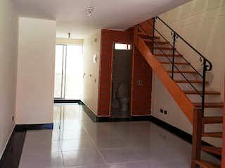 Una vista de una sala de estar y una sala de estar en Casa en venta en Fontibón de 3 hab. con Jardín...