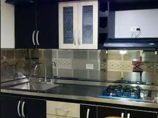 Una cocina con lavabo y microondas en Apartamento en venta en La Candelaria de 3 hab. con Piscina...