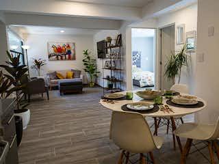 Una sala de estar llena de muebles y una mesa en Progreso 40
