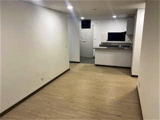 Cocina con nevera y microondas en Apartamento en venta en Fontibón Centro de 3 habitaciones