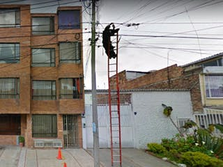 Una señal de calle en el lado de una calle en Apartamento en venta en El Encanto de 75m² con Jardín...