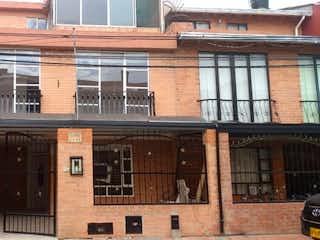 Un gran edificio con un gran edificio en el fondo en Casa en venta en Casco Urbano Cota de 4 alcobas
