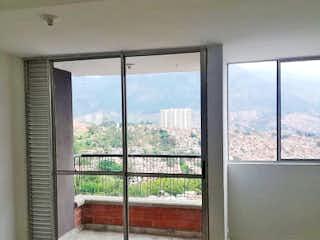 Una ventana en una habitación con una ventana en Apartamento en venta en Santa Ana, 69mt con balcon