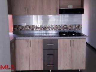 Una estufa encima del horno sentado dentro de la cocina en Delta