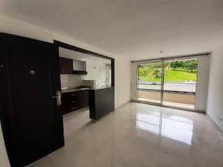 Una vista de una cocina desde el pasillo en Se Vende Hermoso Apartamento en Belen Rodeo Alto