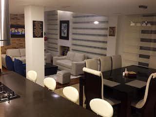 Una sala de estar llena de un montón de muebles blancos en Casa Campestre En Venta En Cota La Moya