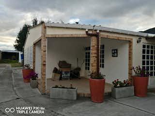 Un edificio que tiene una planta en maceta en Lote en venta en Casco Urbano Cota de 200m²