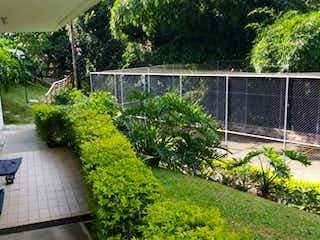 Una vista de una planta en maceta en un balcón en APARTAMENTO EN VENTA LOMA DE LAS BRUJAS ENVIGADO
