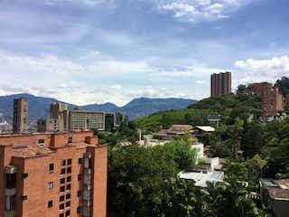 Una vista de un edificio en medio de una ciudad en Apartamento en venta en Las Lomas de 3 habitaciones