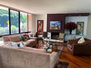 Una sala de estar llena de muebles y una televisión de pantalla plana en Apartamento en venta en Barrio La Carolina de 153m²