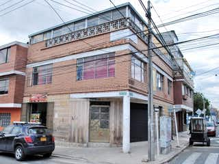 Un coche negro estacionado delante de un edificio en Venta Casa en Santander Sur - 3031660