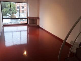 Una vista de una sala de estar con un gran ventanal en Bogota Vendo Apto Duplex Con Terraza Pasadena 89 Mts