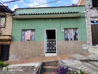 Una imagen de un edificio en una calle en Casa en Venta MANRIQUE CENTRAL