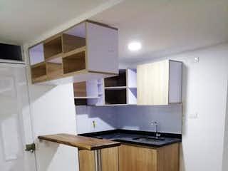 Una cocina con nevera y fregadero en Apartamento en Venta PAJARITO