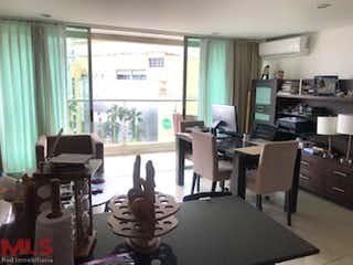 Una sala de estar llena de muebles y una televisión de pantalla plana en Estelar Apartamentos