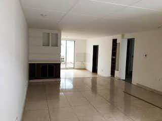 Un cuarto de baño con lavabo y un espejo en Casa En Venta En Bogota Modelia