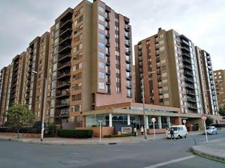 Un edificio alto sentado al lado de una calle en Apartamento En Venta En Bogota La Felicidad