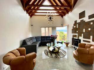 Una sala de estar llena de muebles y una gran ventana en Casa en venta en Casa Blanca Suba, de 295mtrs2