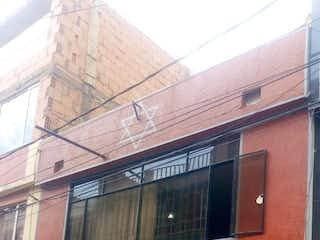 Una motocicleta estacionada delante de un edificio en Casa en venta en Dindalito de 72m²