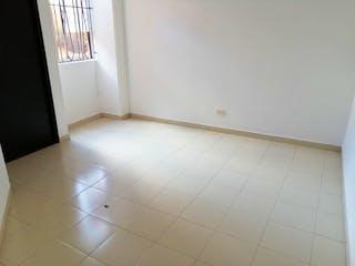 Un baño de azulejos blancos con un inodoro blanco en Apartamento en Venta SANTA MONICA