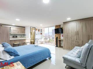 Un dormitorio con una cama y un sofá en La Frontera PH