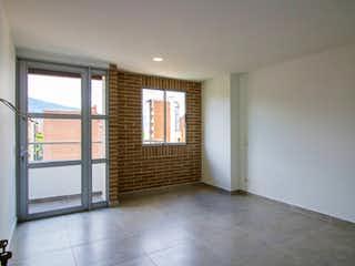 Una habitación que tiene una ventana en ella en Apartamento en venta en Lorena de tres habitaciones